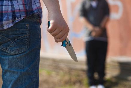 Lukáš (14) z Královéhradecka chtěl zabít kamarádku (17): Pobodal ji ze žárlivosti?