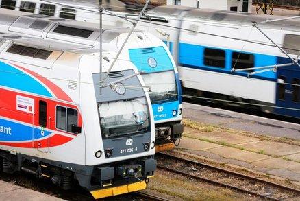 Vlaky o Vánocích omezí provoz a na Štědrý den otevře jen 18 pošt. Kde?