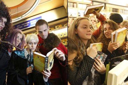 Nový Harry Potter o půlnoci ovládl Česko: Fanoušci čekali ve frontách i hodiny