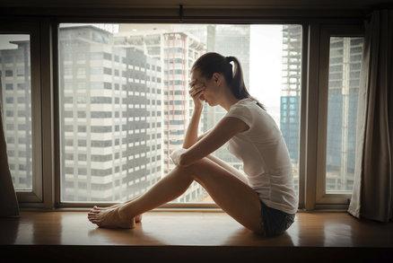 Nehrozí mu sebevražda? 9 varovných příznaků, na které dát pozor u teenagerů