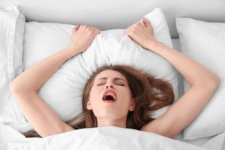 Co si muži myslí o vašem výrazu při orgasmu? Překvapí vás to