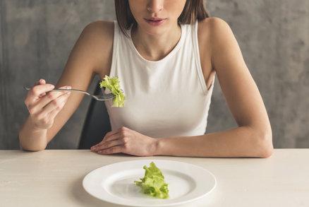 Tři až čtyři kila týdně dole a úplně bez cvičení? To snad ani nejde. Ale ano, je to možné. Military dieta původně navržená pro americké vojáky slibuje, že budete jíst tak akorát a nebudou vám chybět důležité vitaminy.