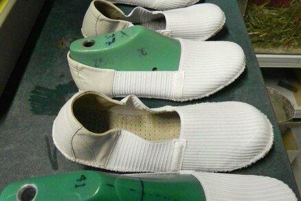 Neúnavný švec Josef Hanák (74) vymyslel boty na spaní: První je otestují tělesně postižení