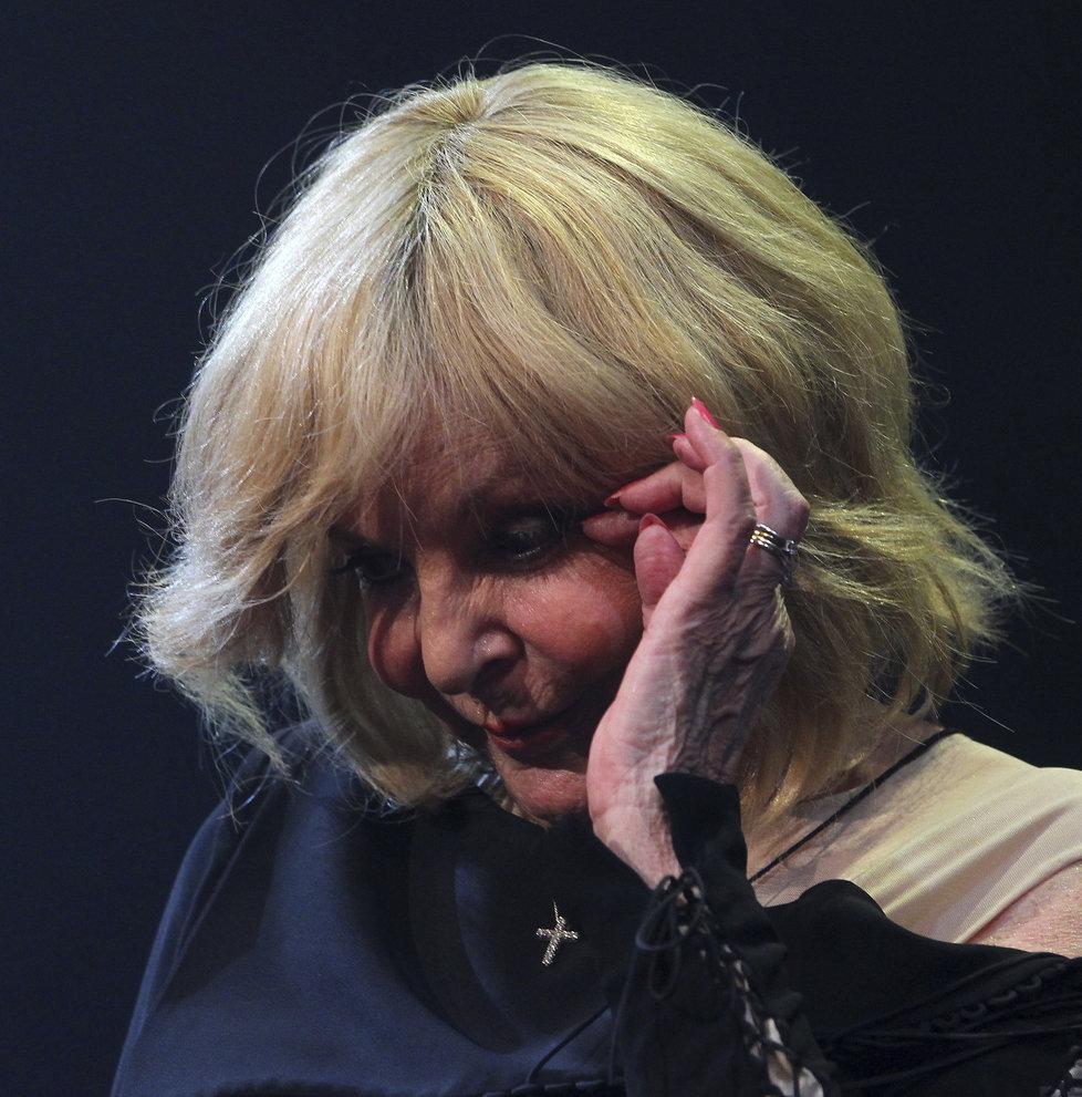 Dojatá Hana Zagorová se rozplakala.