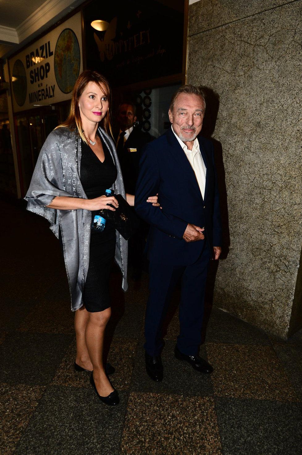 Ivana Gottová se vedle Karla Gotta neusmála snad ani jednou.