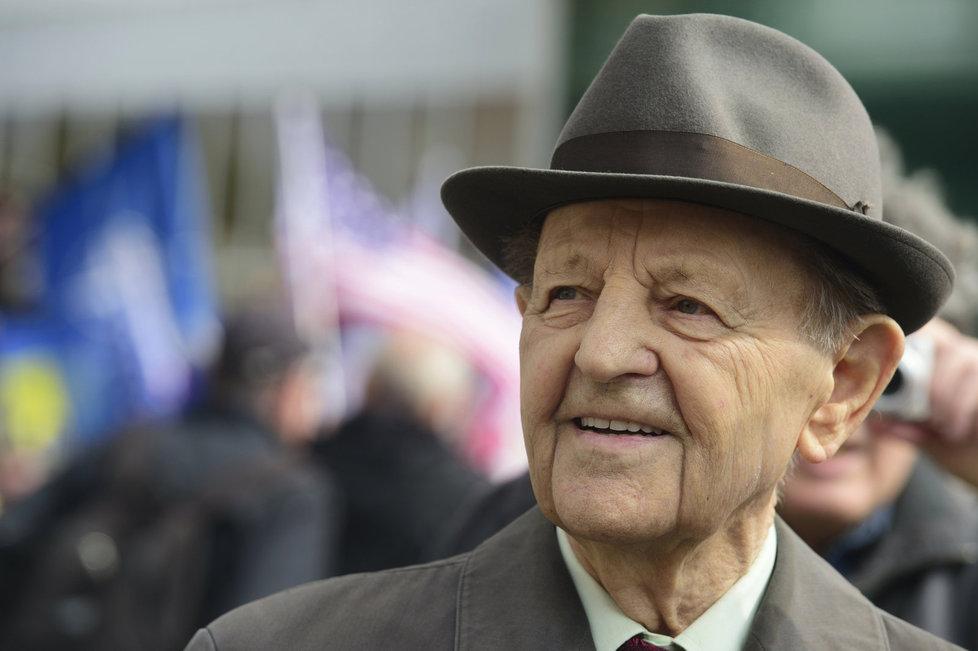 Vůdce komunistů v době pádu diktatury Jakeš se dožije 95 let.