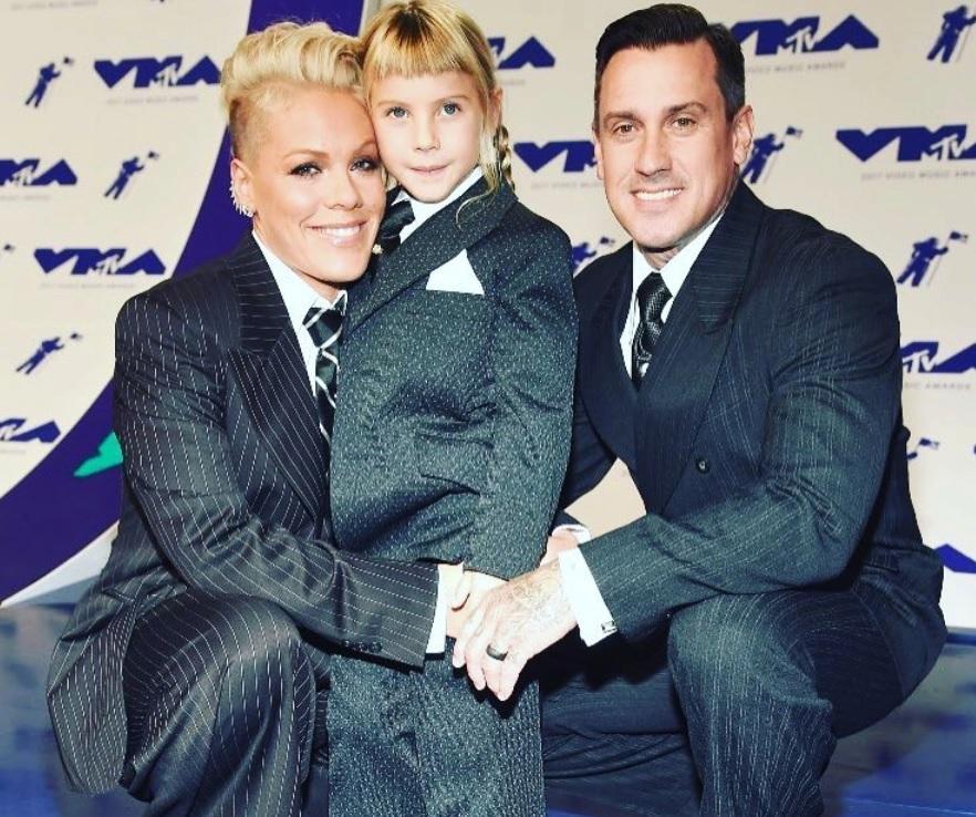 Rodina zpěvačky Pink. Uprostřed dcera Willow. 636330176f