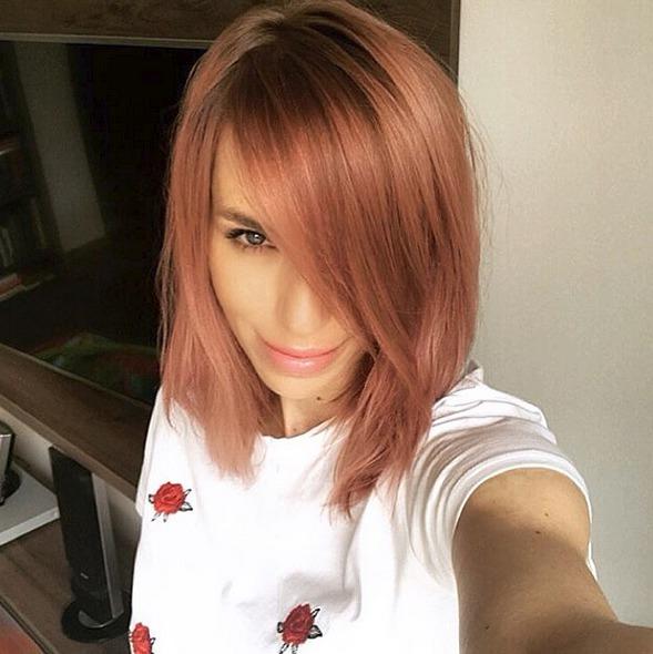 Hana Mašlíková Reinders s růžovými vlasy
