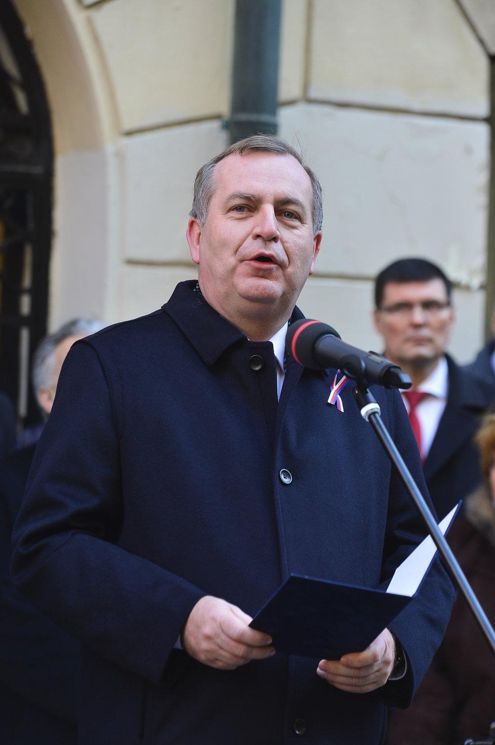 Rektor UK Tomáš Zima u Hlávkovy koleje k oslavám výročí 17. listopadu