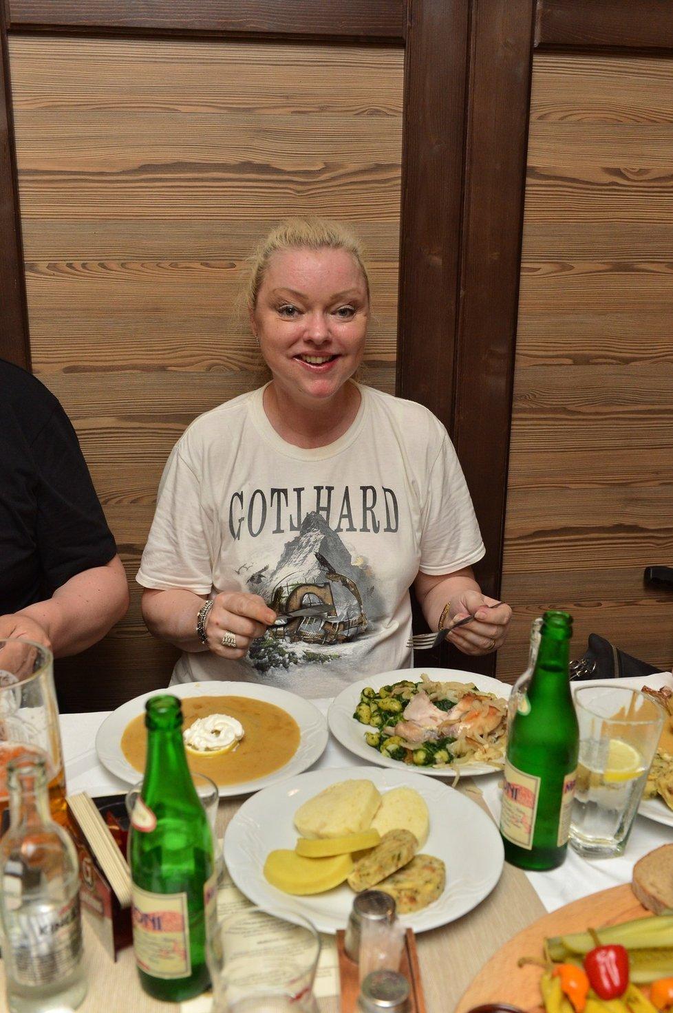 Dominika Gottová v triku kapely zesnulého milence