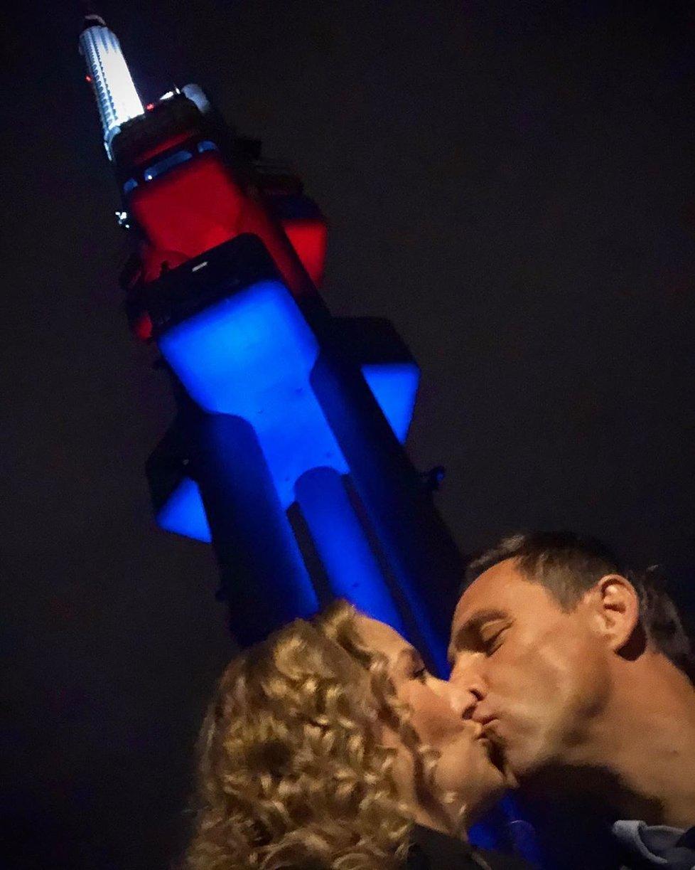Roman a Petra Vojtkovi Valentýna oslavili v Žižkovské věži