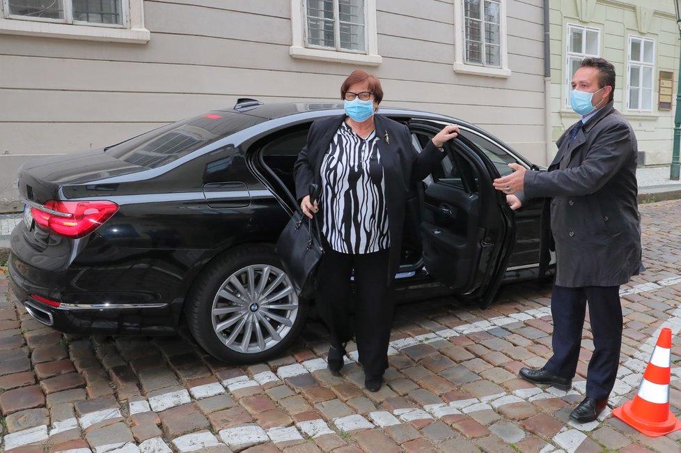 Ministryně spravedlnosti Marie Benešová (za ANO) přichází na jednání Poslanecké sněmovny o státním rozpočtu. (11. 11. 2020)
