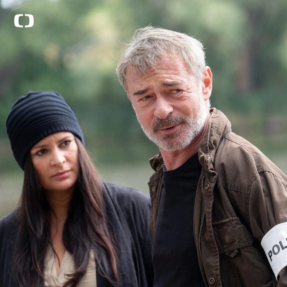 Jitka Čvančarová a Jiří Dvořák v seriálu Hlava Medúzy