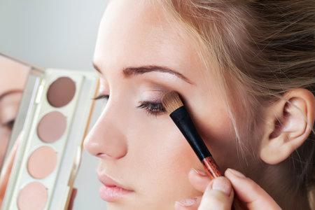 Štětce na oční stíny umožňují mnohem lepší nanesení přípravku než pěnové aplikátory.