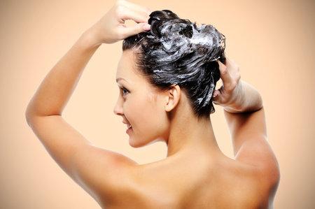 Víkend je ideální na to, abyste si dopřála domácí vlasovou kúru