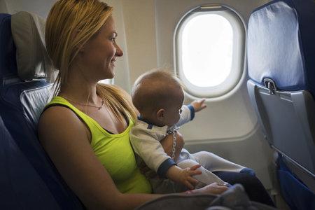 Leťte na dovolenou. Děti do dvou let mají letenku gratis.