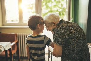 Dobré vztahy s babičkou a dědou dětem mimořádně prospívají