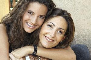 Jak mluvit s dospívající dcerou o jejích láskách a sexu? Tohle musíte vědět!