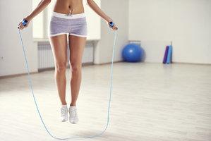 Kardio trénink na doma: Hubněte pomocí švihadla!