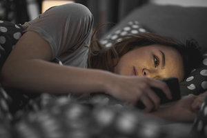 Chodí váš teenager pozdě spát? Hrozí mu deprese i závislost na drogách, říká studie!