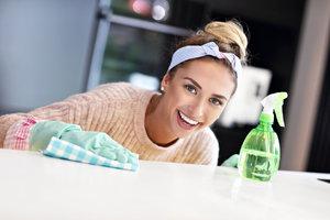 Nebaví vás cvičení? Vytvarujte si postavu při úklidu domácnosti
