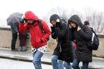 Ať neprofouknete: Českem duje silný a studený vítr. O víkendu bude -12 °C