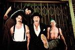 Moderátoři Evropy 2 s Red Hot Chili Peppers v koupelně? Co tam dělali?