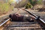 Na trati mezi Libercem a Pardubicemi srazil vlak staršího muže: Utrpěl devastující poranění
