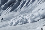 Lavina zasypala skupinku lyžařů ve švýcarských Alpách, třem už nešlo pomoci