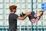 Supertáta Beckham: S rozkošnou dcerou Harper dováděl na dětském hřišti!