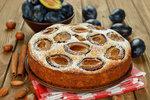 Nejlepší koláče se švestkami: Hrnkový se skořicí, švestkový makovník nebo linecké tartaletky