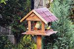 Jednoduchý návod, jak vyrobit krmítko na zahradu