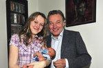 Dítě je na cestě a Karel Gott se raduje! I když tím přichází o důležitou ženu v životě