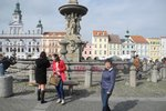 Německý turista se opil a koupal se v Samsonově kašně. Policie ho musela odvést v poutech