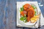 Smažená kuřecí stehýnka na 5 způsobů: K hokeji i na sváteční tabuli