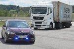 Další uprchlíci v Česku: Policie našla 26 běženců, mezi nimi 2 kojence
