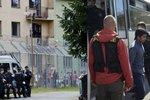 Že se uprchlíci bouří? Nedivte se, vzkazují jejich právníci