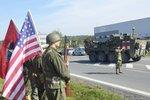 Poslední vozy amerického konvoje vjely do Česka, vojáci přespí ve Vyškově