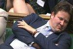 Trapas BBC: obvinila poslance, že spí! Jenže on je jen hluchý