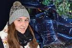 Pomáhala zaklíněné ženě při nehodě na Bruntálsku: Jiný řidič ji naboural