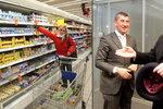 Supermarkety mají na svátky zavřít. Prospěje to Babišovi, hřímal Kalousek