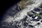Hurikán Patricia nad pevninou slábne. Zůstává ale stále extrémně nebezpečný