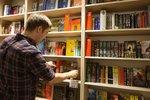 Malých knihkupectví v Česku ubývá, za knížku jsme loni zaplatili průměrně 240 Kč