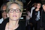Základní instinkt Sharon Stone po padesátce? Herečka si zapomněla obarvit šediny!