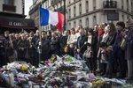 "Ticho za mrtvé drželi v Paříži i Praze. ""Evropa se musí bránit,"" vyzval Sobotka"