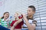Alkohol v lavicích: Děti chodí do školy omámené, malých opilců je čím dál víc