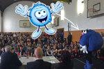 """""""Bambu"""" na vystoupení Zemana před studenty. Prezidenta doprovodil maskot her"""
