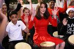 Královská bubenice: Vévodkyně Kate to rozjela v centru pro nemocné děti