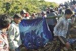 Pět mrtvých a desítky pohřešovaných po sesuvu půdy v dole v Barmě