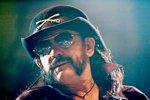 Přímý přenos z pohřbu metalového krále Lemmyho z Motörhead! Jděte do baru a připijte si, burcuje kapela